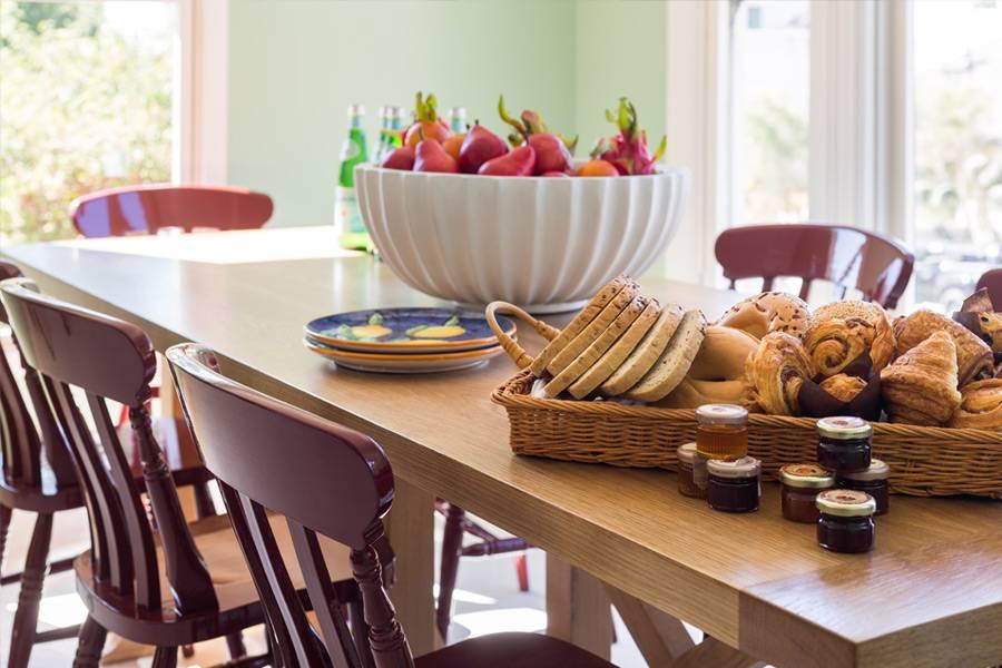 850 hotel breakfast spread