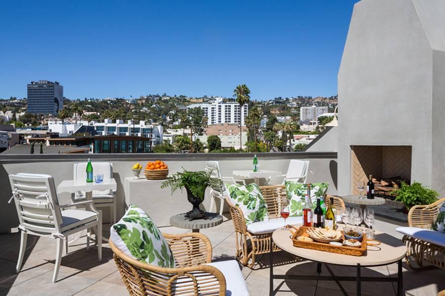 850-hotel-rooftop-deck