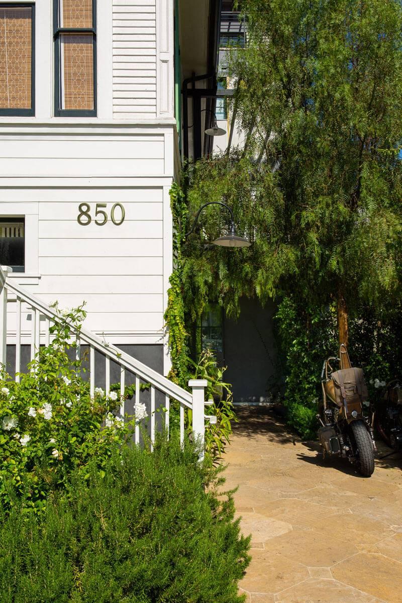 hotel-850-exterior