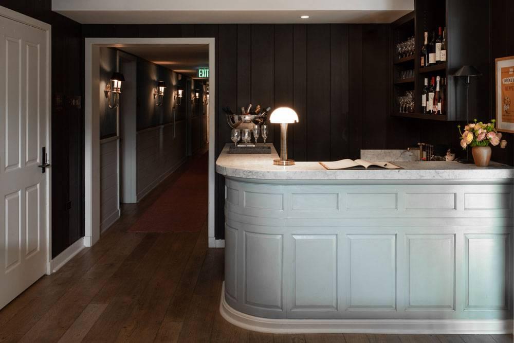 hotel-850-lobby-wine-bar